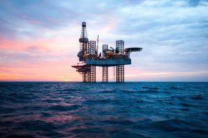 O que fazer com os poços de petróleo antigos quando a produção está diminuindo?
